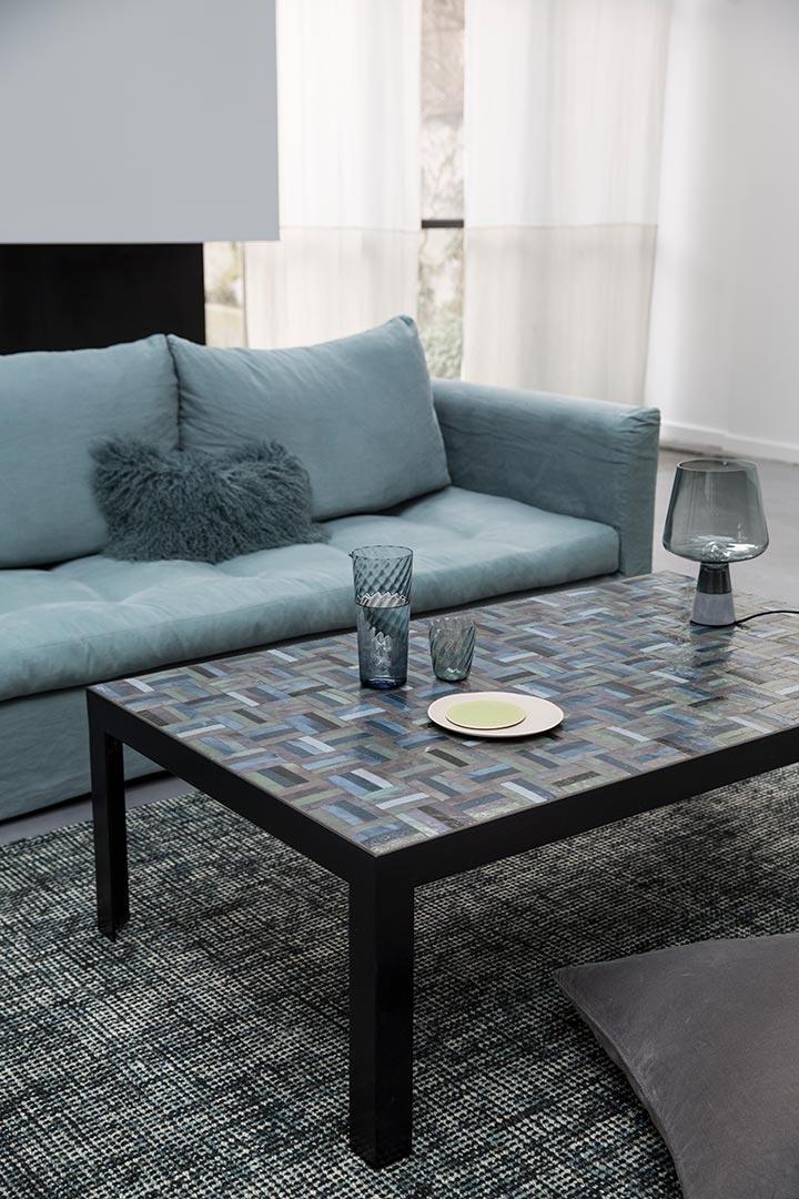 Découvrez Table basse en mosaique d\'émaux bleus et verts, un projet ...