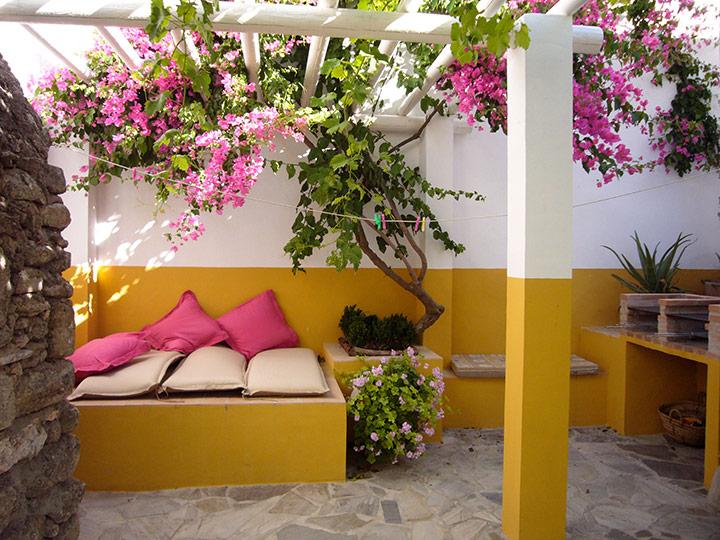 un abri de soleil dans mon jardin. Black Bedroom Furniture Sets. Home Design Ideas