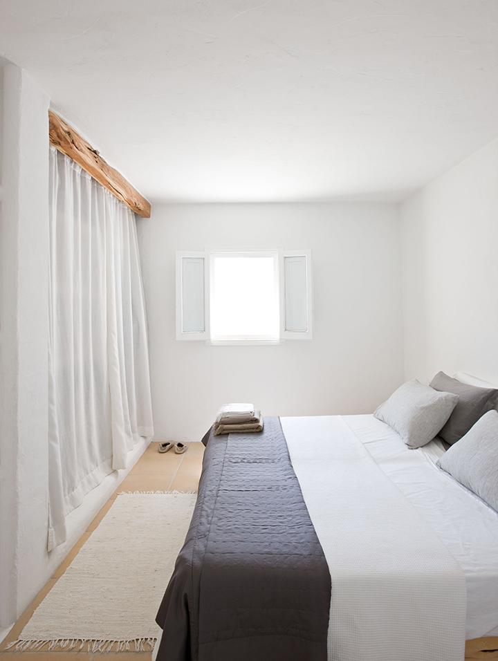 peindre les poutres pour mieux les r veler. Black Bedroom Furniture Sets. Home Design Ideas
